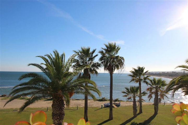 Sotogrande, Enjoy superb views from this 2 bed apartment in Sotogrande