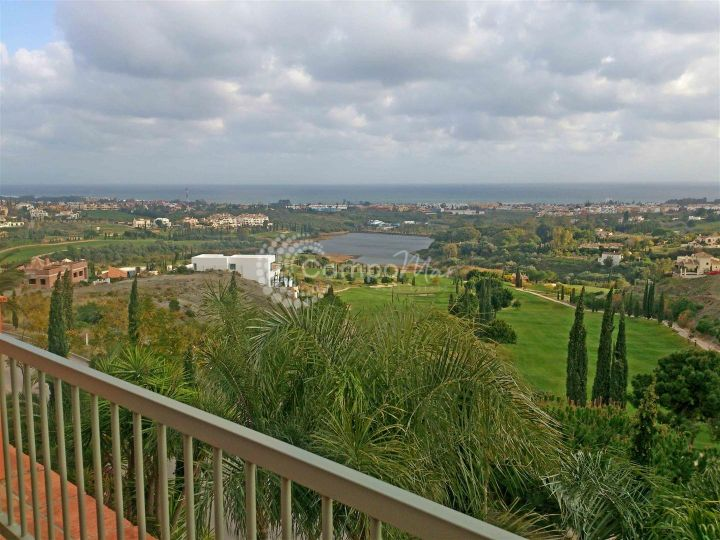 Benahavis, Stunning 3 bedroom penthouse property, situated on the outstanding Los Flamingos Golf Resort in Benahavis