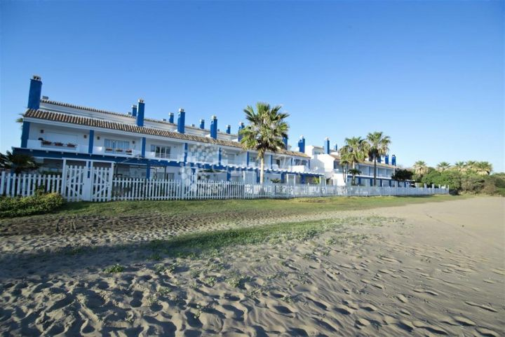 Estepona, WONDERFUL PROPERTIES ON THE BEACH IN ESTEPONA