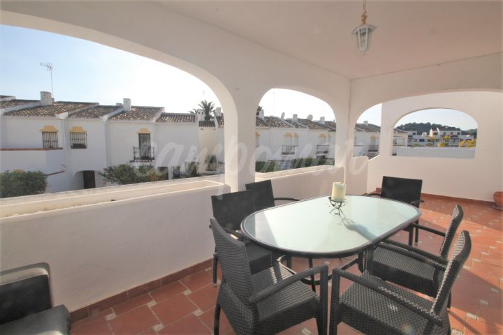 Estepona, Fantastic beach side townhouse for sale in Arroyo Vaquero