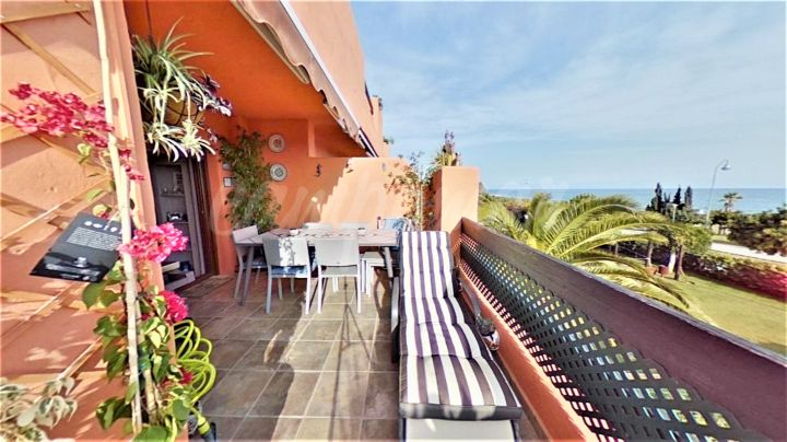 Estepona, Penthouse apartment with sea views in Estepona for sale