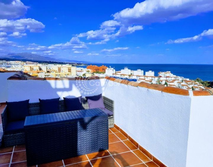 Estepona, Fantastic views from this penthouse apartment in Estepona´s marina
