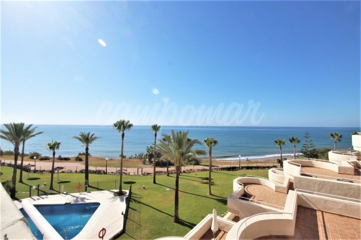 Estepona, Fantastic four bedroom apartment front line to the sea