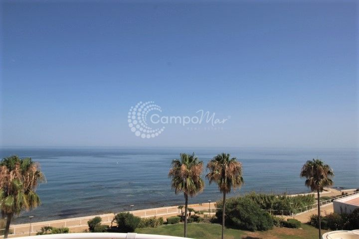 Estepona, Stunning panoramic views from this front line beach penthouse
