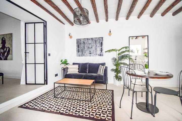 Estepona, Stylish renovated apartment for sale in the heart of Estepona´s Old Town