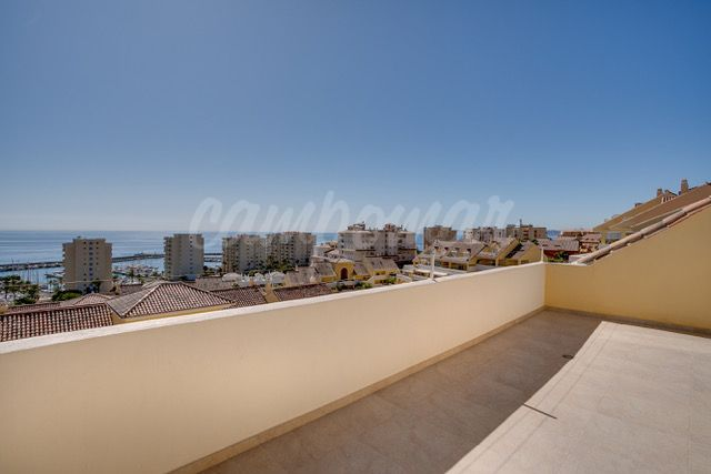 Estepona, Stunning penthouse apartment available in Puerto Alto, Estepona