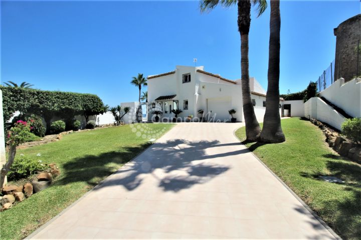Estepona, Wondeful villa for sale in Bahia Dorada!