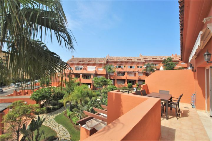 Estepona, Fantastic penthouse apartment in the port area of Estepona