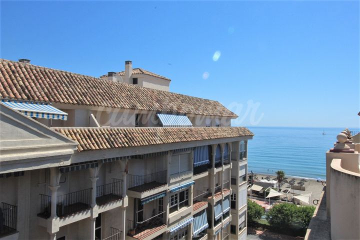 Estepona, Fantastic apartment in the heart of Estepona and close to the beach for sale.