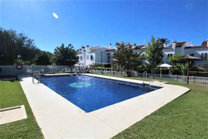 Casares, Spacious townhouse for sale in Casares Playa