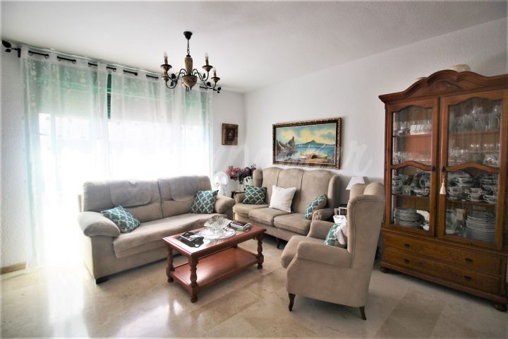 Estepona, Apartment for sale close to the port of Estepona