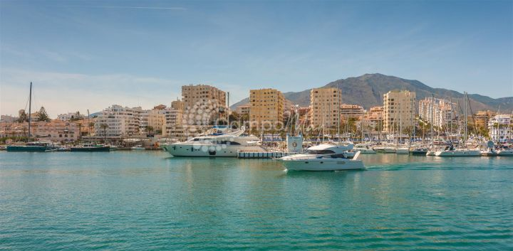 Estepona, One bedroom apartment available in the heart of Estepona Port