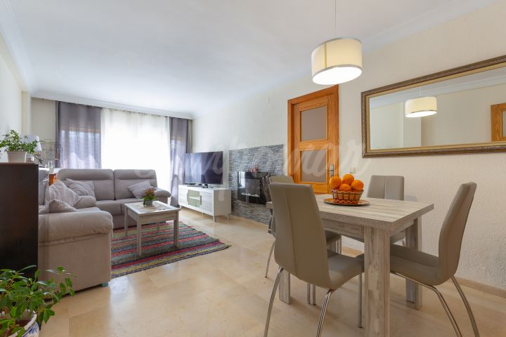 Estepona, Exceptional price for this renovated apartment in the heart of Estepona
