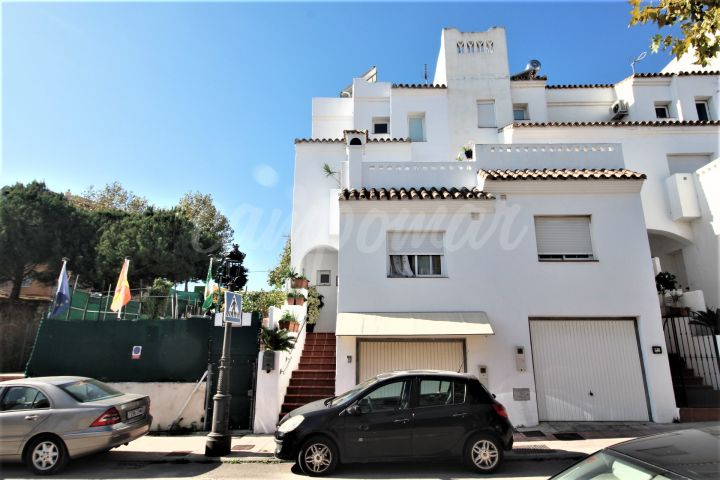Estepona, Townhouse for sale in town with adjacent plot included.