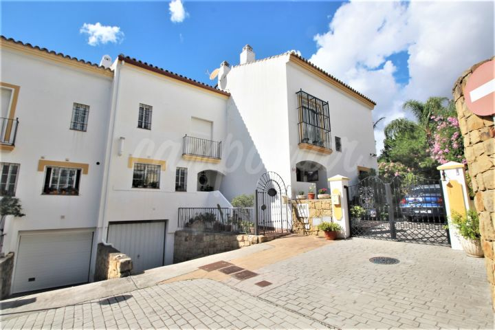 Estepona, Fantastic corner townhouse situated in Seghers, Estepona