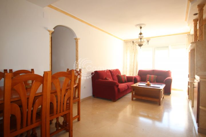 Estepona, Central Estepona apartment available for long term rent