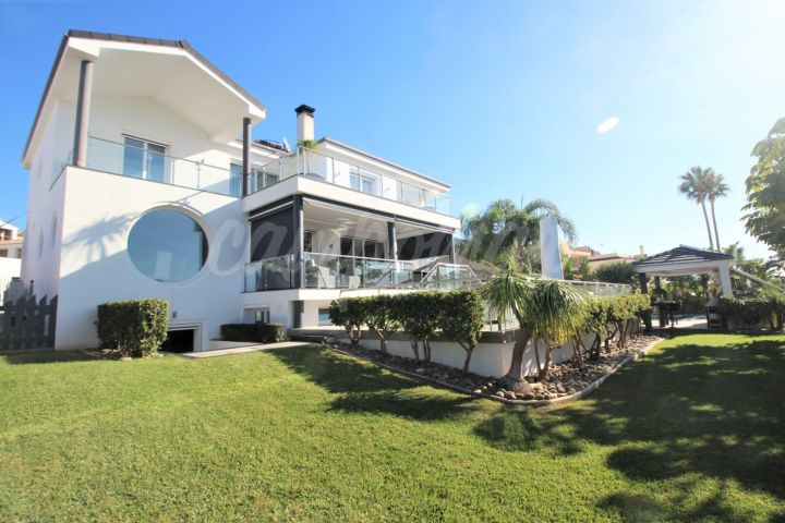 Estepona, Marvellous detached villa with an unbeatable size plot and breath taking views!!