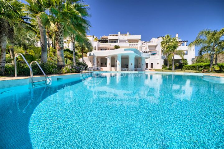 Benahavis, FANTASTIC CORNER APARTMENT FOR SALE