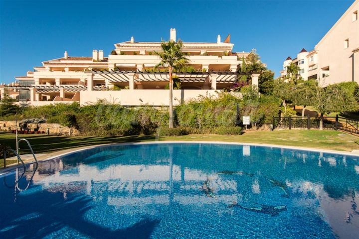 Nueva Andalucia, LUXURY PENTHOUSE WITH SEA AND MOUNTAIN VIEWS