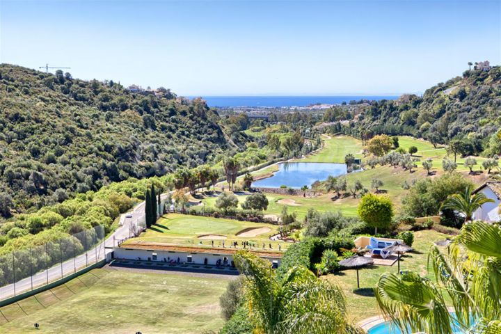 Benahavis, Beautiful, spacious and luminous penthouse for sale