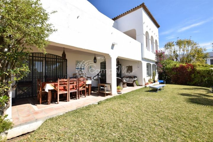 Estepona, Charming villa for sale in the popular area of Bel Air in Estepona