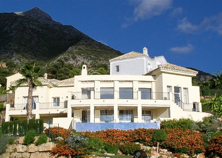 Marbella Golden Mile, SPECTACULAR VILLA WITH LAKE VIEWS