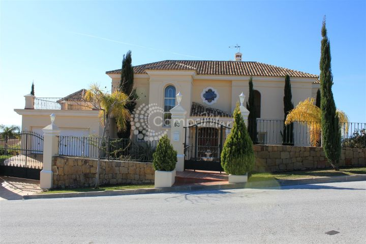 Benahavis, VILLA WITH SEA VIEWS