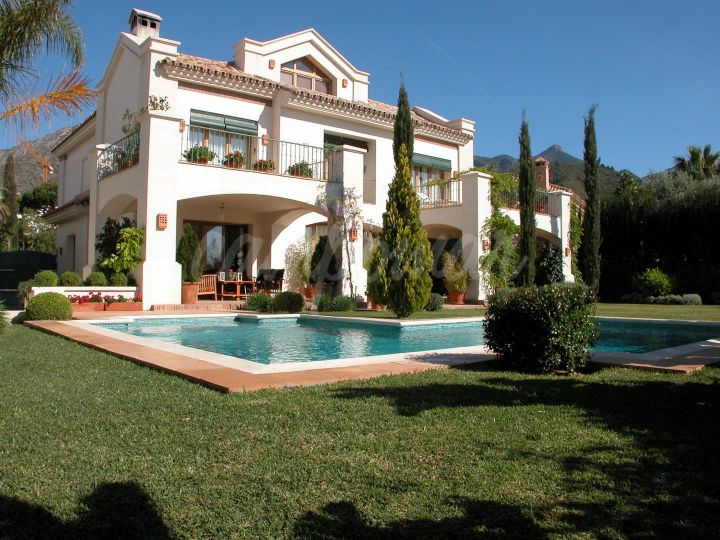 Marbella Golden Mile, VILLA WITH AMAZING SEA VIEWS