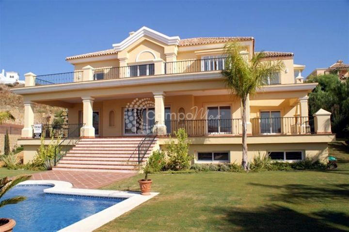 Benahavis, VILLA WITH SEA AND GOLF VIEWS