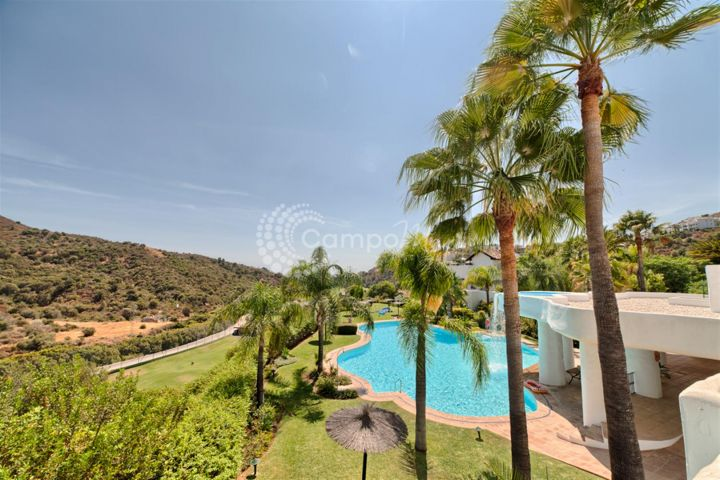 Benahavis, Elegant ground floor apartment situated in La Quinta
