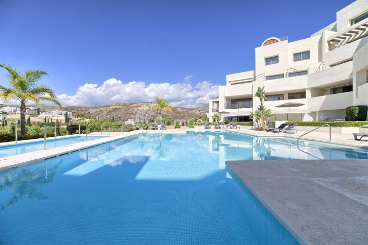 Benahavis, Luxury apartment for sale in Los Flamingos resort