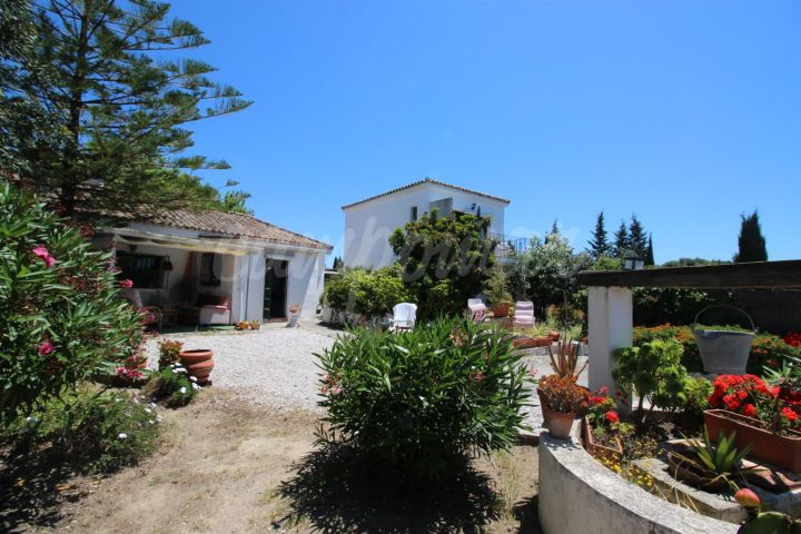 San Enrique de Guadiaro, Delightful country property with good access and fabulous views