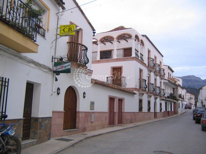 Cortes de la Frontera, Lovely old village house with potential as a b&b conversion