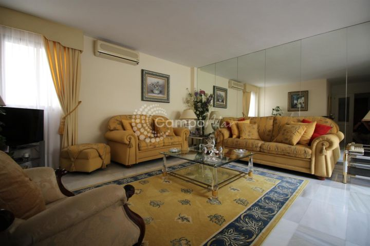 Estepona, Apartment for sale in beachfront Estepona location