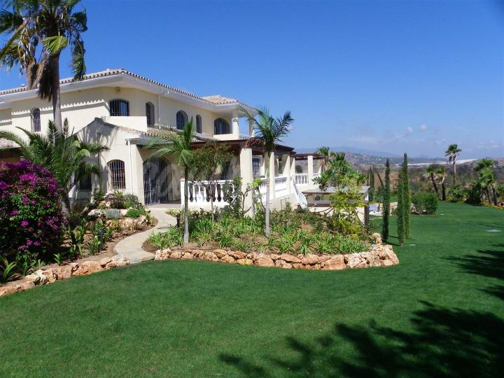 Estepona, Luxury villa with stunning views in Don Pedro, Estepona