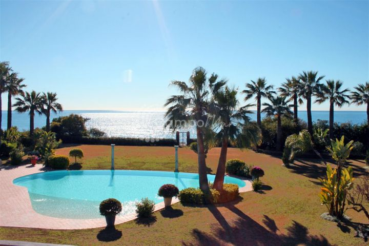 Estepona, Luxury villa for sell in Paraiso Barronal, first line beach