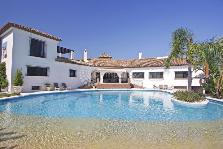 Estepona, Luxury and stylish villa for sale in El Paraiso