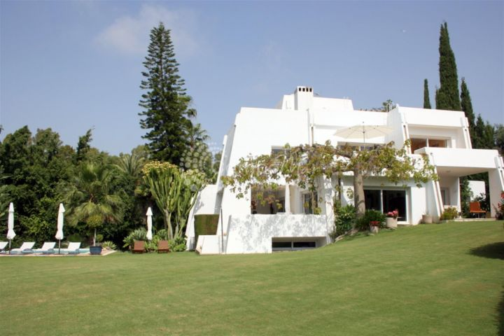 Nueva Andalucia, FRONT LINE GOLF VILLA FOR SALE