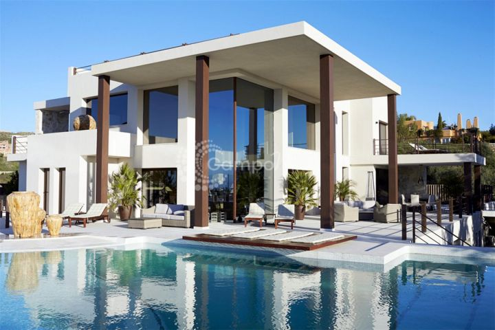 Benahavis, FRONT LINE GOLF VILLA FOR SALE