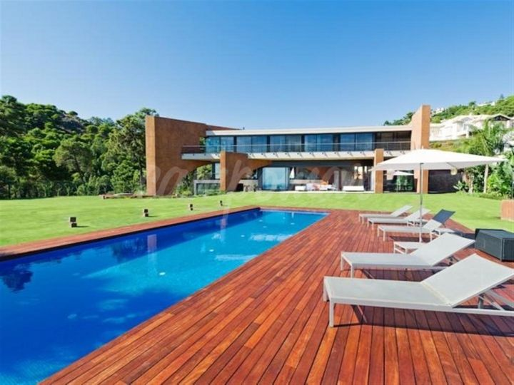 Benahavis, DESIGNER VILLA WITH PANORAMIC VIEWS