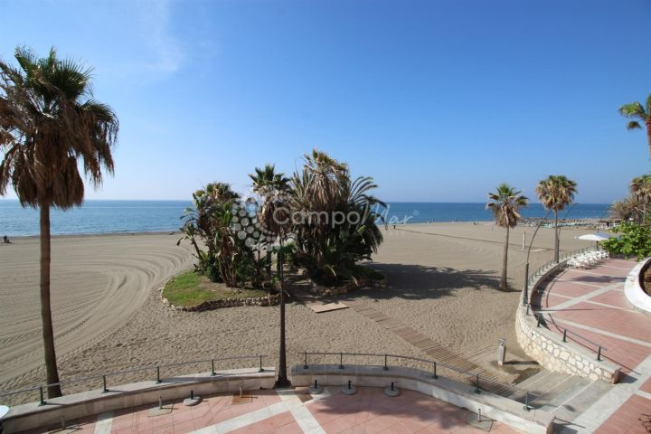 Estepona, Apartment for sale situated front line to the beach in Estepona