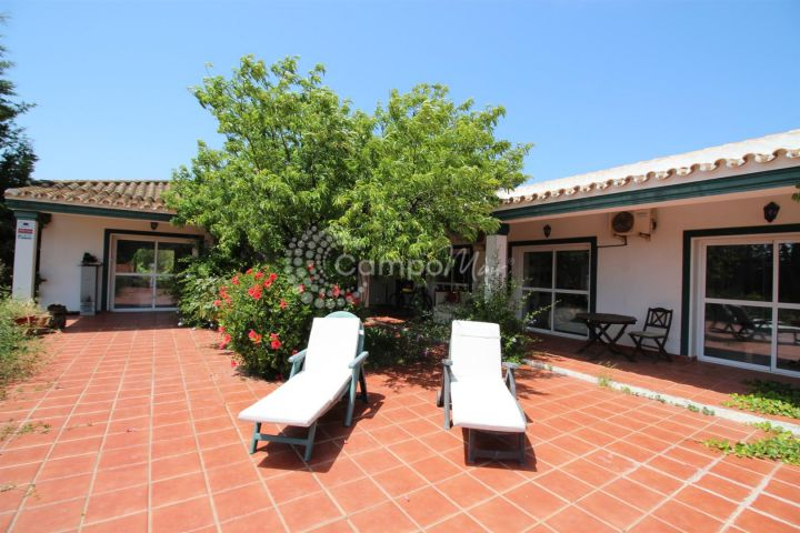 Manilva, Fantastic opportunity, exceptional country home situated close to the beach in Manilva