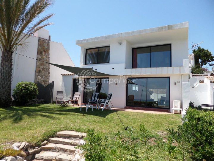 Estepona, Complete sea front property in great condition situated in Bahia Dorada, Estepona