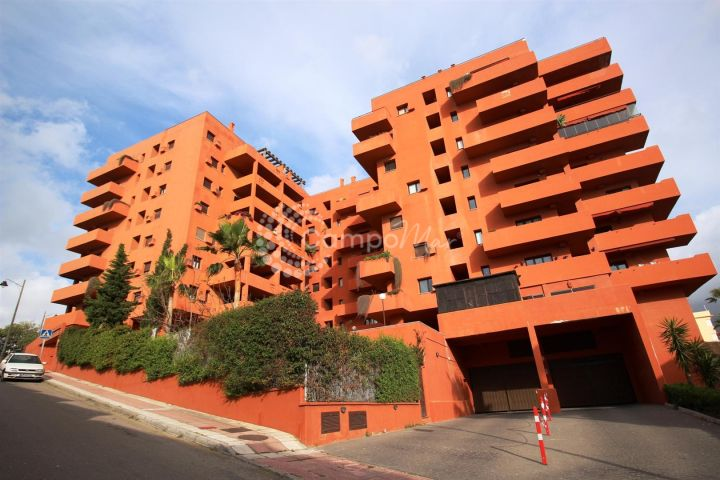 Estepona, Apartment for sale in gated community in central Estepona