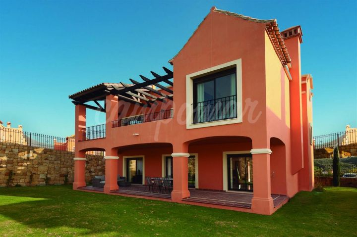 Estepona, Development of modern homes situated in Estepona