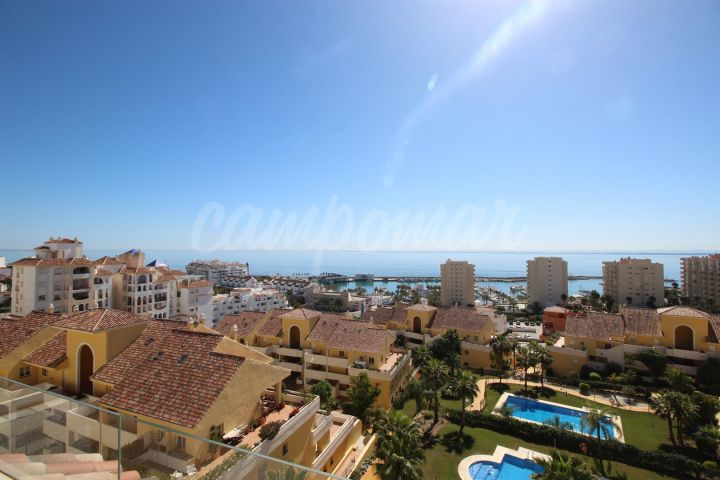 Estepona, Fantastic penthouse apartment for sale located close to the marina in Estepona