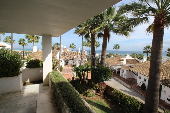 Manilva, Super large family town house for sale in La Duquesa, Manilva