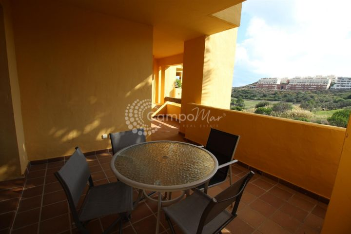 Manilva, Modern spacious two bed apartment in Duquesa Village