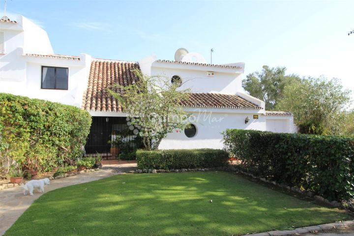 Sotogrande, Super large corner town house in the popular Sotomar development, Sotogrande Alto