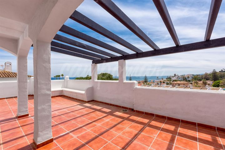 Estepona, Fantastic opportunity to purchase on the beach side in Estepona